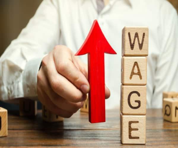 دستمزد مهاجران تازه وارد به کا